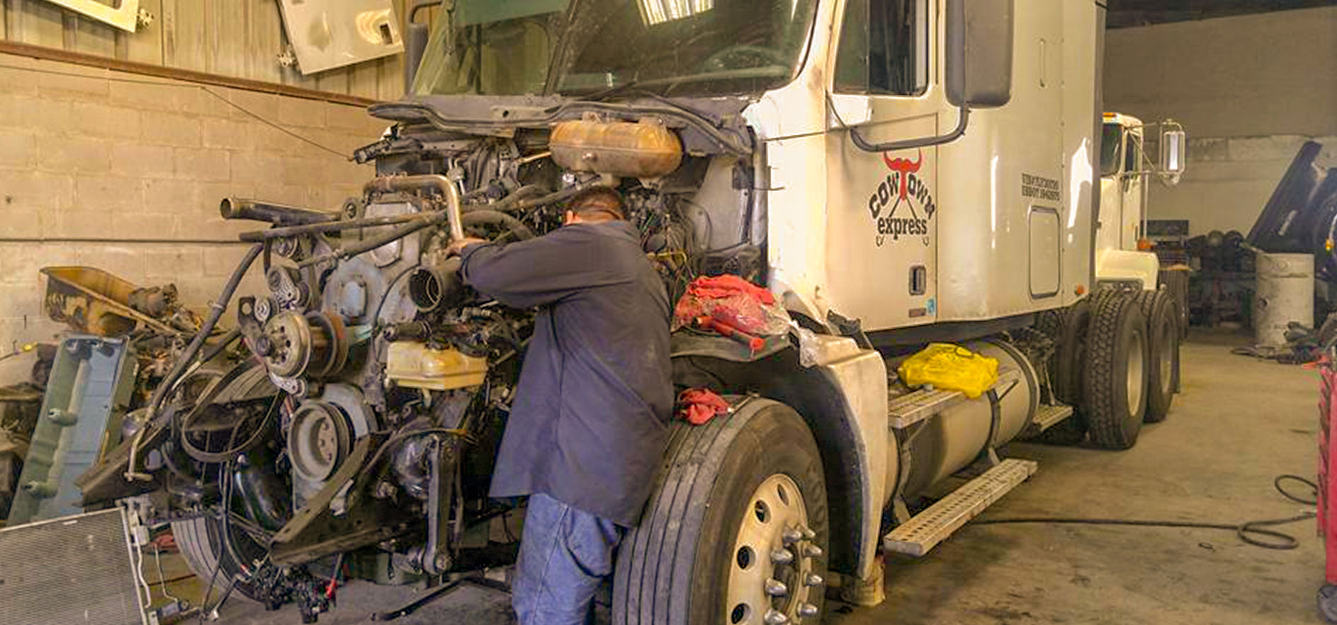 We service and repair trucks and trailers and all other commercial vehicles within the same day at The US 281 Truck And Trailer Services LLC in Edinburg.